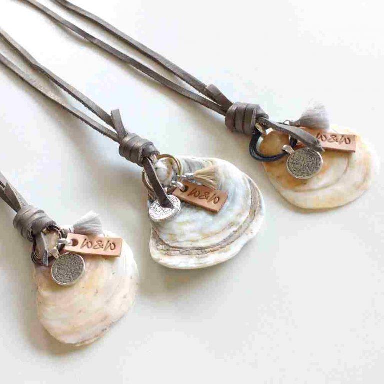 Typisch Zeeuwse ketting met oester