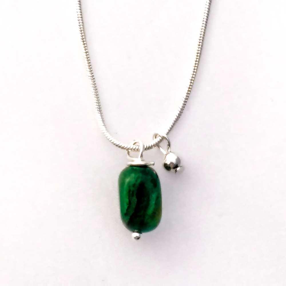 ketting kort zilver edelsteen smaragd