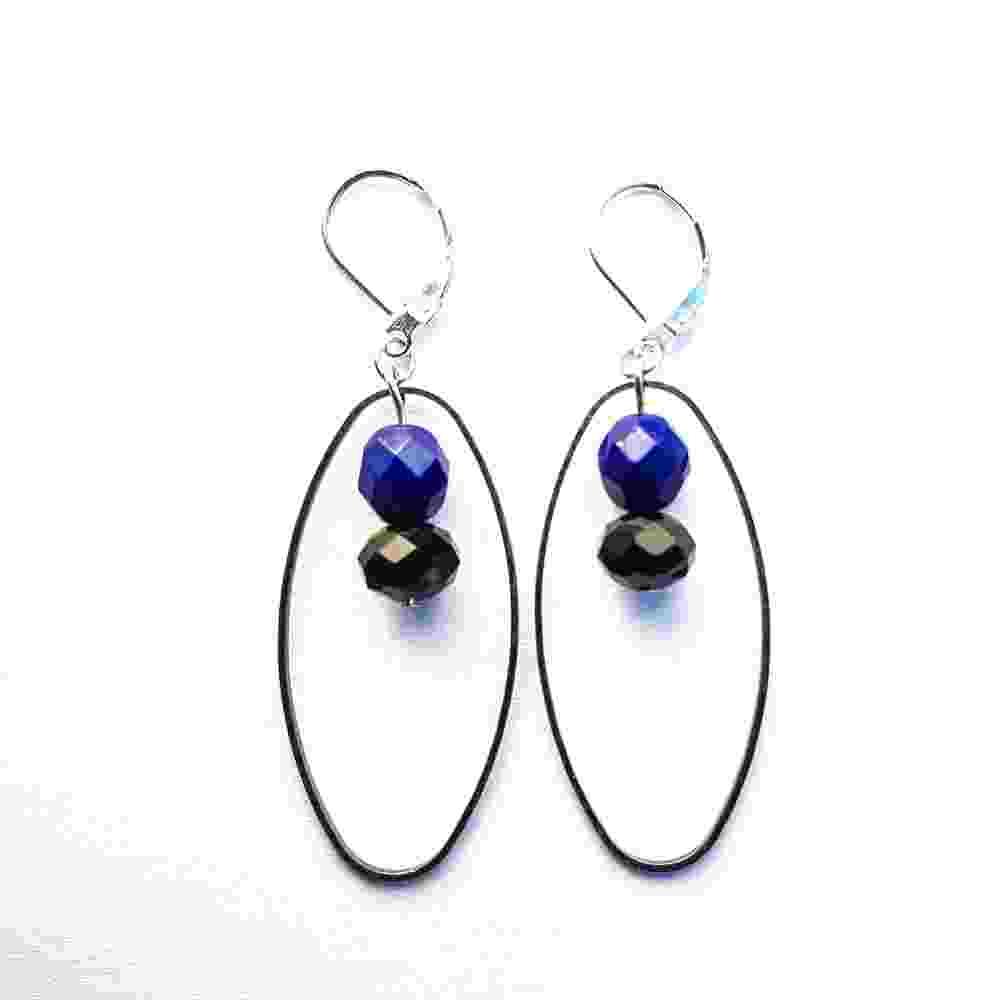 oorbellen-zwart-blauw-hangers-handgemaakt